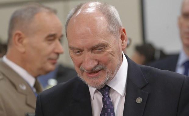 """Polska będzie współuczestniczyć w działaniach przeciwko terrorystom z tzw. Państwa Islamskiego. """"W najbliższych tygodniach zostaną ustalone szczegóły, wstępnie mówiliśmy o działaniach rozpoznawczych i szkoleniowych"""" - zapowiedział w środę szef MON Antoni Macierewicz. W czwartek odbędzie spotkanie przedstawicieli koalicji przeciwko ISIS."""