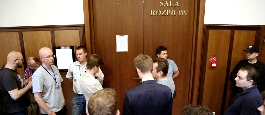 Sąd Okręgowy w Gdańsku wydaje dla publiczności karty wstępu na proces w sprawie Amber Gold. Można je już odbierać. O obecności na rozprawie zdecyduje kolejność zgłoszeń.