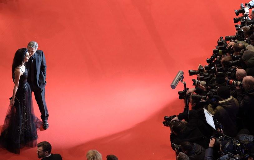 """Projekcją komedii """"Ave, Cezar!"""" braci Coen rozpoczął się w czwartek, 11 lutego, w Berlinie 66. Międzynarodowy Festiwal Filmowy. O Złotego Niedźwiedzia ubiega się 18 filmów, w tym """"Zjednoczone stany miłości"""" Tomasza Wasilewskiego. Festiwal potrwa do 21 lutego."""