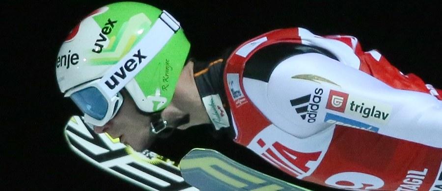 Kamil Stoch dzięki solidnemu skokowi w drugiej serii zajął 14. miejsce w zawodach Pucharu Świata w lotach narciarskich w norweskim Vikersund. Uzyskał 221 m, a po pierwszej próbie zajmował dopiero 27. lokatę. Wygrał Słoweniec Robert Kranjec.