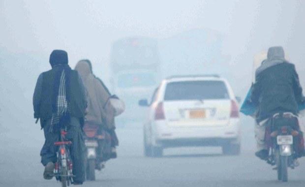 Z powodu zanieczyszczenia powietrza umiera rocznie 5 mln ludzi. Połowa z nich to mieszkańcy Indii i Chin, czyli krajów, które odnotowały wysoki wzrost gospodarczy - wynika z raportu opublikowanego przez Instytut Badań nad Konsekwencjami Zdrowotnymi w Bostonie.