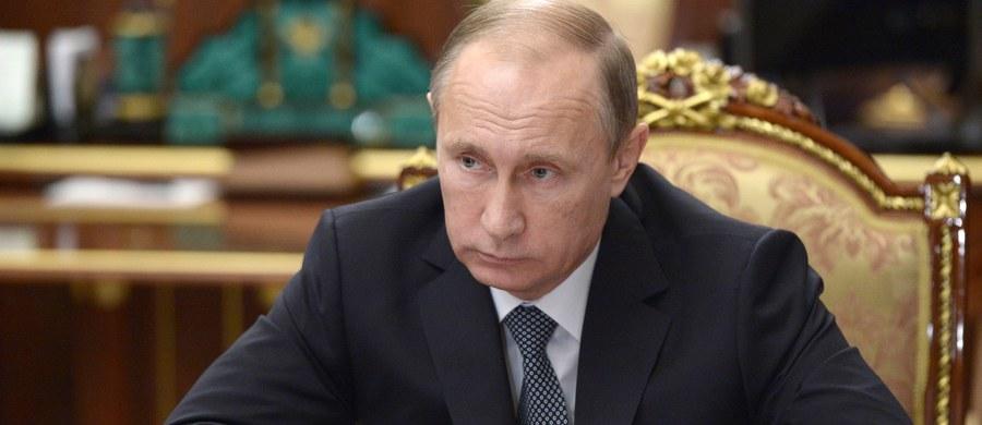 Uderzymy, odpowiemy, zestrzelimy - takie słowa nie zaskakują już w rosyjskich mediach. W telewizji eksperci prokremlowscy otwarcie grożą Turcji i Ukrainie. Teraz oficjalna teza brzmi następująco: przez lata myśleliście, że nie wystrzelimy naszych rakiet, a teraz już wiecie, że wystrzelimy. I chodzi tu o broń jądrową.