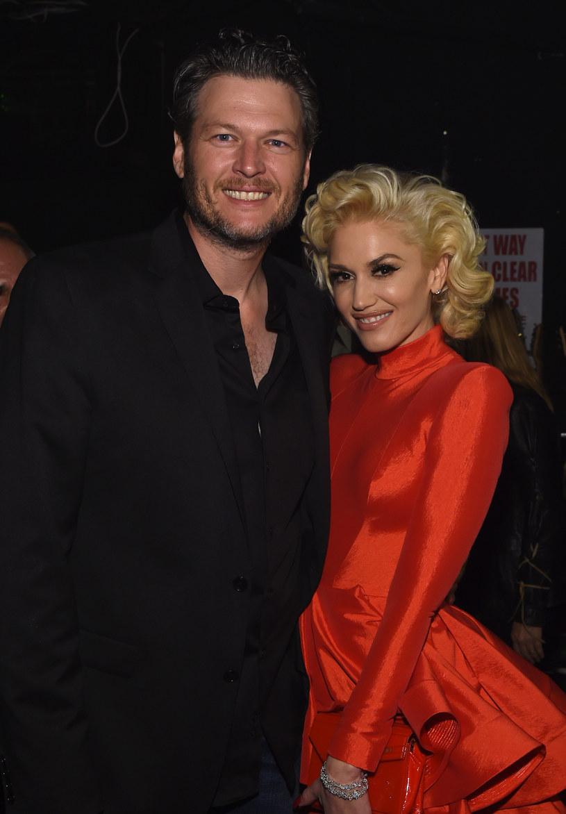 """Historyczne nagranie teledysku """"Make Me Like You"""" nie obyło się bez wpadki. Wszystko za sprawą tancerki, która zastąpiła w scenie z rolkami Gwen Stefani."""