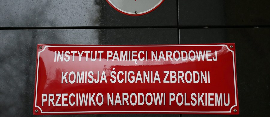 """Szef IPN Łukasz Kamiński poinformował na krótkim briefingu, że Instytut w asyście policji zabezpieczył dokumenty dot. TW """"Bolka"""" przechowywane w domu Czesława Kiszczaka. Ich sprzedaż zaoferowała wdowa po zmarłym polityku."""