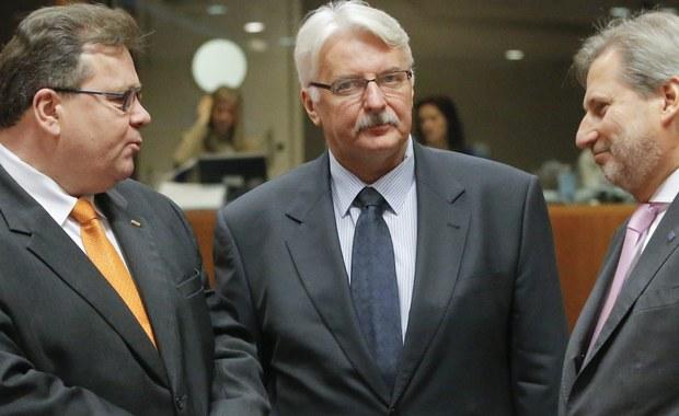 """Zdaniem szefa MSZ Witolda Waszczykowskiego senator John McCain, który podpisał list do premier Szydło wyrażający zaniepokojenie sytuacją w Polsce, został najpewniej wprowadzony w błąd przez osoby, które być może nie są już politykami, ale długo były w rządzie RP. """"Bo przecież McCain był człowiekiem bardzo sprzyjającym Polsce"""" - dodał szef resortu dyplomacji."""