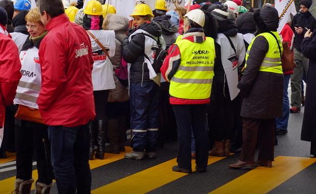 W przyszłym tygodniu może dojść do spotkania ministra energii ze związkowcami z Kompanii Węglowej. Konkretnego terminu jeszcze nie ma. Dziś w kopalniach należących do spółki odbywają się znów masówki.