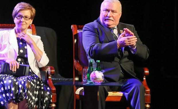 """Danuta Wałęsa nie chce komentować sprawy przekazania do IPN przez wdowę po gen. Czesławie Kiszczaku UB-kiej notatki o TW Bolku z 1974 roku. Zgodziła się jednak na krótką rozmowę telefoniczną z reporterem RMF FM. """"To nieporozumienie"""" – powiedziała."""