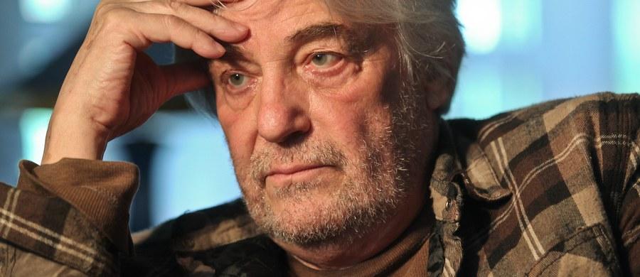 """Andrzej Żuławski, wybitny reżyser, scenarzysta i aktor, znajduje się w szpitalu na oddziale intensywnej terapii. Jak poinformował na Facebooku jego syn, Xawery Żuławski, stan ojca jest bardzo ciężki i """"nie pozostawia złudzeń""""."""