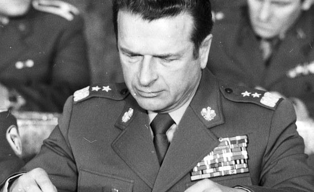 Banał i tajemnica, absurdalność okoliczności i ponura polska przeszłość, mieszają się w sprawie dokumentów przetrzymywanych przez państwa Kiszczaków w sposób niezwykły, nawet jak na polskie warunki. Na pawlaczu generała od lat tykała bomba zegarowa, pytanie, czy jej wybuch, po 26 latach polskiej transformacji potrafi jeszcze zmienić polityczną rzeczywistość.