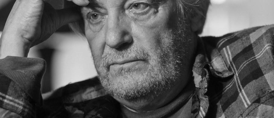 """""""Prywatnie był ujmującym człowiekiem, szalenie sympatycznym i przyjacielskim, fantastycznym towarzyszem od wszystkiego; był erudytą, miał bardzo dużą wiedzę"""" - powiedział o Andrzeju Żuławskim prezes Stowarzyszenia Filmowców Polskich Jacek Bromski. Jeden z najwybitniejszych polskich twórców filmowych, autor """"Opętania"""", """"Szamanki"""" i nagrodzonego w 2015 r. w Locarno """"Kosmosu"""", zmarł w środę."""