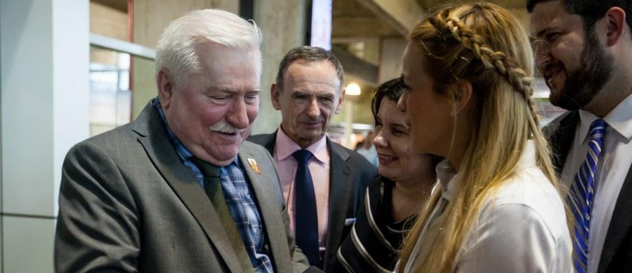 """""""Trudno przypuszczać, że tajny współpracownik nikomu nie zaszkodził. Są takie przypadki, ale przy takiej długości i intensywności współpracy nie ma takiej możliwości"""" - tak materiały dotyczące TW """"Bolka"""" ujawnione przez IPN komentuje historyk Grzegorz Majchrzak. """"Lech Wałęsa powinien się przyznać do współpracy, przeprosić tych, których ewentualnie skrzywdził"""" - dodaje. """"To jest czas na erratę, poprawę jego biogramu w encyklopedii 'Solidarności'"""" - zauważa."""