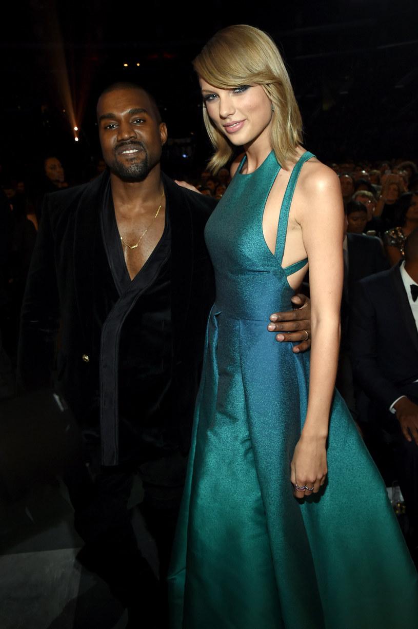 """Kanye West skomentował wypowiedź Taylor Swift, która odbierając statuetkę Grammy za album roku odniosła się do słów jego utworu """"Famous"""". W kawałku raper przypisał sobie zasługi za sławę, jaką osiągnęła amerykańska wokalistka."""