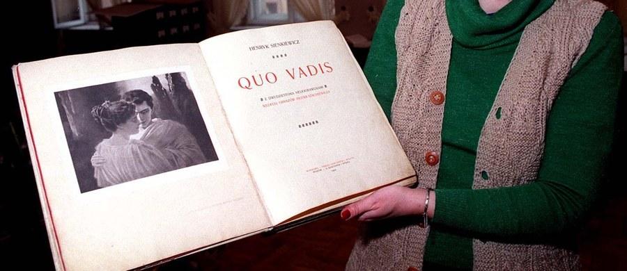 """""""Quo vadis"""" Henryka Sienkiewicza zwyciężyło w plebiscycie na lekturę Narodowego Czytania w 2016 roku - ogłosił prezydent Andrzej Duda. To cudowna powieść o miłości, upadającym imperium, ale przede wszystkim o sile wiary - powiedział."""