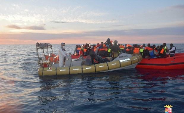 Okręty NATO, wysłane na Morze Egejskie, by wspomóc UE w rozwiązywaniu kryzysu migracyjnego, nie będą powstrzymywać i zawracać łodzi z uchodźcami - oświadczył sekretarz generalny Sojuszu Północnoatlantyckiego Jens Stoltenberg. Jednocześnie astrzegł, że okręty Sojuszu będą przestrzegać międzynarodowego prawa morskiego. Gdy znajdą się blisko tonącej łodzi z uchodźcami, to będą zobowiązane do udzielenia pomocy.