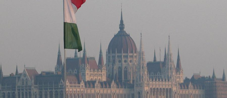Węgierskie partie opozycyjne i organizacje broniące praw człowieka poinformowały, że prawicowy rząd Wiktora Orbana praktycznie uniemożliwia im inicjowanie referendów w sprawach, na które władze nie patrzą przychylnie.
