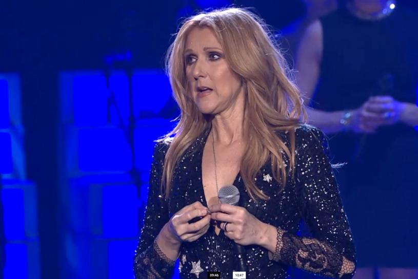 We wtorek (23 lutego) Celine Dion w Las Vegas pierwszy raz po śmierci swojego męża zaśpiewała na scenie. Fragment tego koncertu był transmitowany na żywo w internecie.
