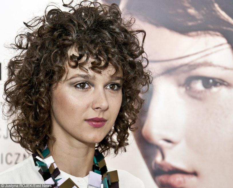 """Brodka podzieliła się nowym utworem zatytułowanym """"Horses"""". Jest to pierwszy singel zapowiadający jej album """"Clashes""""."""