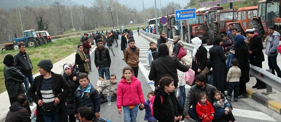 """Rząd w Berlinie liczy się z przyjazdem do Niemiec do 2020 roku 3,6 mln uchodźców - podał dziennik """"Sueddeutsche Zeitung"""", powołując się na szacunki ministerstwa gospodarki. Według Deutschlandfunk dziś na przejściach w Bawarii nie było imigrantów."""