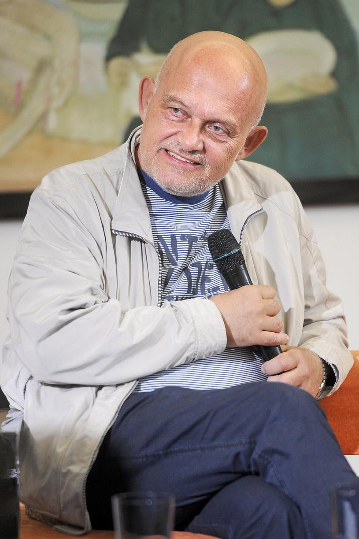 """Adam Ferency trafił do szpitala. Aktor - jak poinformowało """"Zycie na gorąco""""- skarżył się na problemy z sercem. Gazeta sugeruje także, że kilka dni temu artysta przeszedł zawał."""