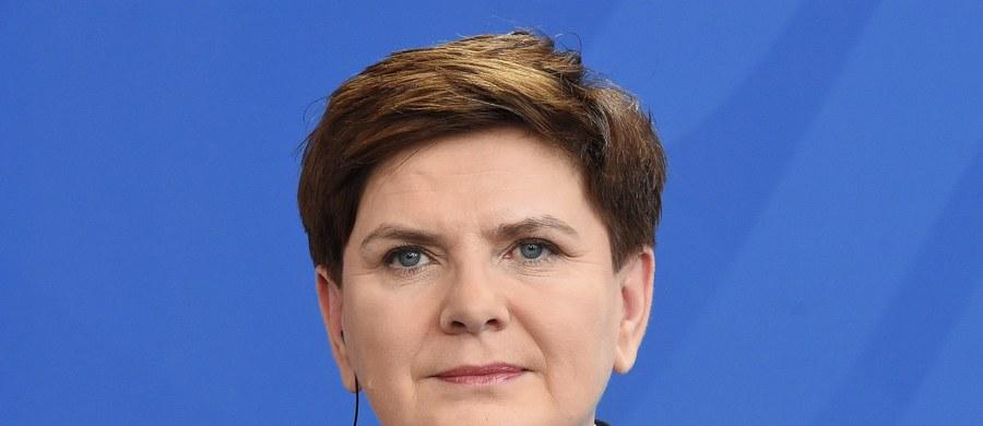 W piątek o godz. 5:30 w gmachu Kancelarii Prezesa Rady Ministrów odbędzie się konferencja, na której Beata Szydło podsumuje 100 dni pracy swego gabinetu - dowiedziała się Polska Agencja Prasowa. Następnie premier odwiedzi różne miejscowości - będzie się spotykała m.in. z pracownikami zakładów i rodzinami. W ciągu dnia oddzielne konferencje będą zwoływać ministrowie, którzy podsumują działania swoich