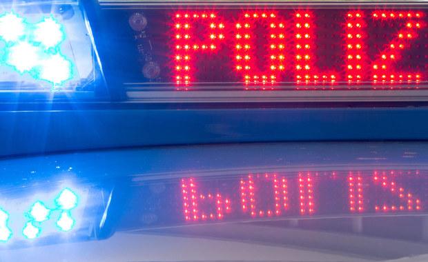 Dwie osoby zginęły, a jedna została ciężko ranna w katastrofie śmigłowca niemieckiej policji federalnej.  Maszyna rozbiła się w czwartek w miejscowości Bimoehlen w kraju związkowym Szlezwik-Holsztyn na północy Niemiec.