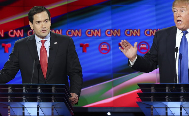 Podczas debaty prezydenckiej GOP senator Marco Rubio zarzucił miliarderowi Donaldowi Trumpowi, że obiecuje walkę z nielegalną imigracją, ale jako biznesmen przy budowie swego wieżowca zatrudniał nie Amerykanów, lecz imigrantów, w tym nielegalnie - Polaków.