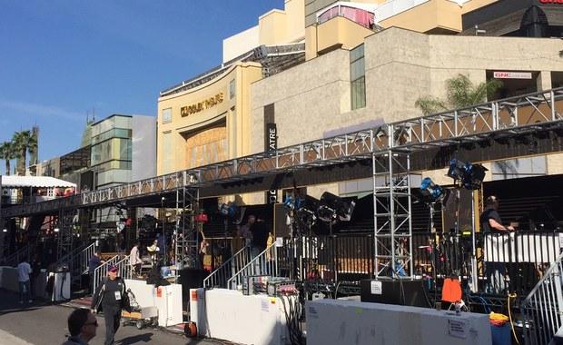 Ta ceremonia rozdania Oscarów przejdzie do historii jako najpilniej strzeżona. W Teatrze Dolby obok gwiazd zasiądzie dziś także wiceprezydent Stanów Zjednoczonych Joe Biden. W Los Angeles na nogi postawiono wszystkie możliwe służby. Są tu również agenci Secret Service. Sprawdzono okoliczne mieszkania oraz hotele. A na dachach pozycje zajęli snajperzy.