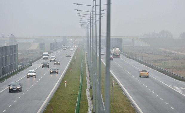 We wtorek od godziny 6 rano zmienią się stawki za przejazd płatnymi odcinkami autostrady A2 między Nowym Tomyślem a Koninem (Wielkopolskie). Motocykle i samochody osobowe zapłacą za przejazd trasą 54 zł - 3 zł więcej niż dotąd.
