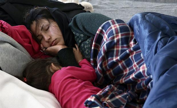 Do lata nawet 200 tys. migrantów może utknąć w Grecji, jeśli kraje położone na tzw. szlaku bałkańskim utrzymają zaostrzone kontrole na swoich granicach - ostrzega rząd w Atenach. Według szacunków ONZ, codziennie na greckie wyspy przedostaje się z Turcji ok. 3 tys. osób.