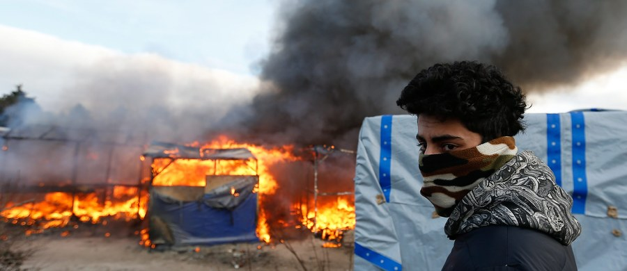 Starcia grup imigrantów z policją we francuskim Calais. Doszło do nich po rozpoczęciu częściowej likwidacji wielkiego obozowiska uchodźców. Imigranci podpalili część szałasów i obrzucili funkcjonariuszy kamieniami. Ci w odpowiedzi użyli gazu łzawiącego.