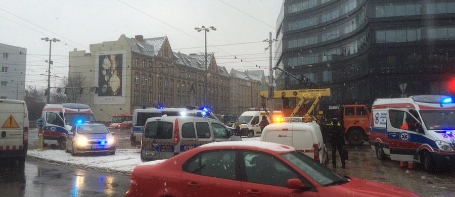 Wypadek w centrum Wrocławia. Zderzyły się dwa tramwaje. 12 osób jest lekko rannych. Wszyscy trafili na badania do szpitala. Informację o tym zdarzeniu dostaliśmy na Gorącą Linię RMF FM.