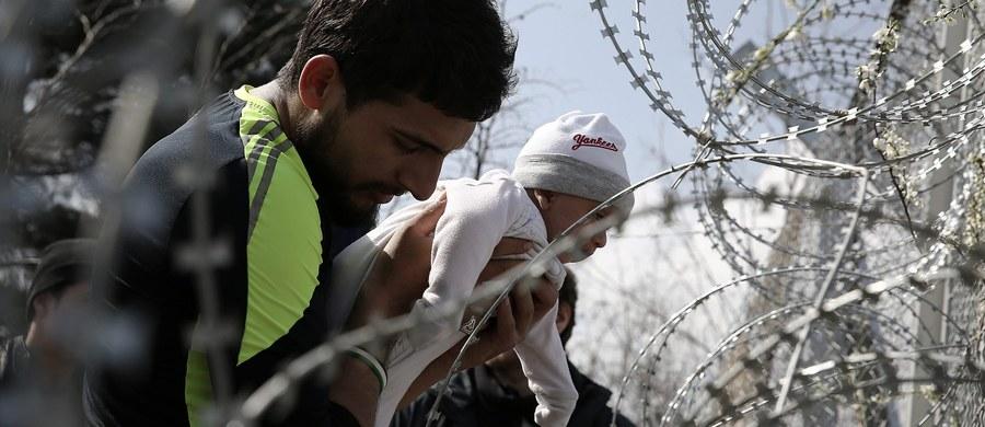 """Austria rozpoczęła kampanię informacyjną w Afganistanie, by zniechęcić Afgańczyków do ubiegania się o azyl w tym kraju. W miastach rozwieszone zostały m.in. plakaty, a w gazetach pojawiły się specjalne dodatki. """"Afgańczycy powinni być poinformowani o zaostrzeniu austriackiego prawa azylowego"""" - powiedziała szefowa MSW Johanna Mikl-Leitner."""
