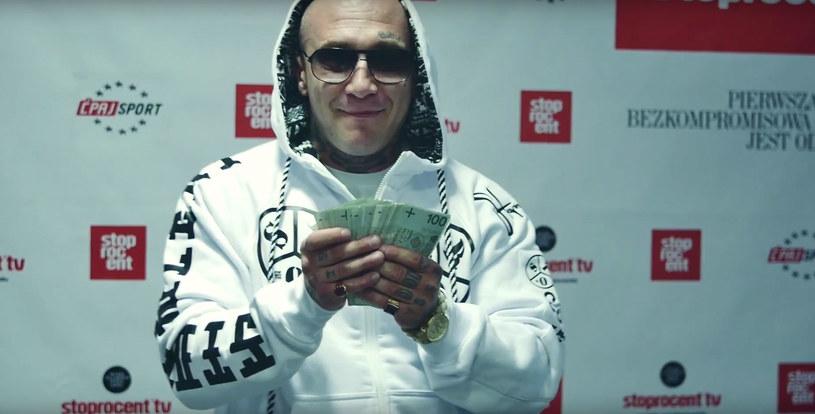 """Mops i Kamel zapowiedzieli wspólny mixtape utworem """"Wybór"""". Przez klip przewinęli się najpopularniejsi raperzy w naszym kraju."""