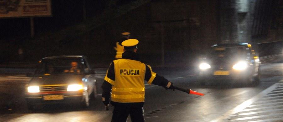 """Czwartkowa """"Rzeczpospolita"""" pisze o niebezpiecznym zjawisku na polskich drogach. """"Problem prowadzących po narkotykach narasta - alarmuje policja, która ujawnia coraz więcej odurzonych kierowców"""" - czytamy w dzienniku."""