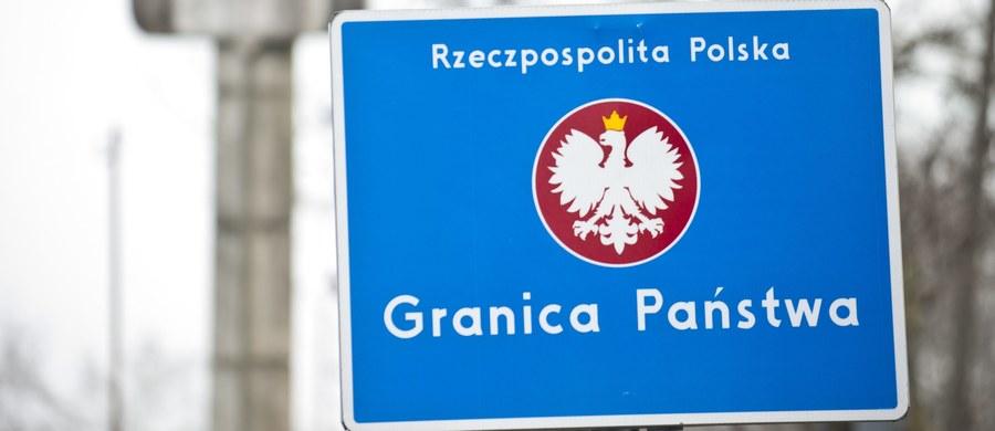 """Od 2 do 31 lipca Polska przywróci czasowe kontrole graniczne. Ma to związek ze szczytem NATO oraz Światowymi Dniami Młodzieży - poinformował szef MSWiA Mariusz Błaszczak po odprawie służb podległych resortowi w Legionowie. """"Proszę nie łączyć tego z sytuacją, jaka ma miejsce na południu Europy"""" - zastrzegł minister."""