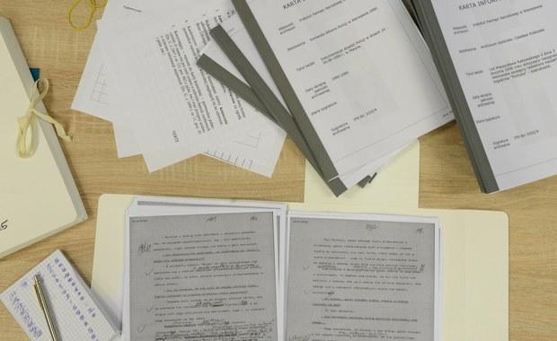 Do archiwum Instytutu Pamięci Narodowej trafiły już trzecia i czwarta partia dokumentów zabezpieczonych w domu Kiszczaków 16 lutego. IPN udostępni ich elektroniczne kopie 8 marca. To m.in. korespondencja Kiszczaka i jego podwładnych, a także dokumenty z działalności jednej z komisji powołanej przez KC PZPR.