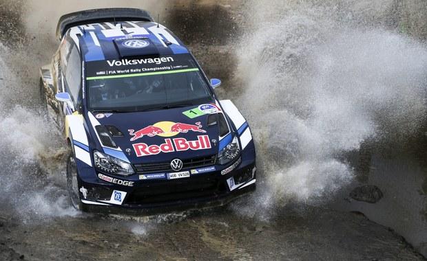 Francuz Sebastien Ogier (VW Polo WRC) prowadzi po trzech odcinkach specjalnych rajdu Meksyku, trzeciej rundy mistrzostw świata. Walczący o czwarty z rzędu triumf w tym kraju kierowca wyprzedza Belga Thierry'ego Neuville'a (Hyundai i20 WRC) o 1,7 s. Trzecie miejsce zajmuje Fin Jari-Matti Latvala (VW Polo WRC), który do lidera traci 3,3 s.
