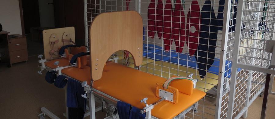 Sale rehabilitacyjne, jadalnia, świetlica i kompleksowo wyposażone pokoje. Tak wygląda nowy dom dziecka dla niepełnosprawnych w Kazimierzy Wielkiej w województwie świętokrzyskim. Placówka powołano do życia z myślą o dzieciach z orzeczonym znacznym stopniem niepełnosprawności.