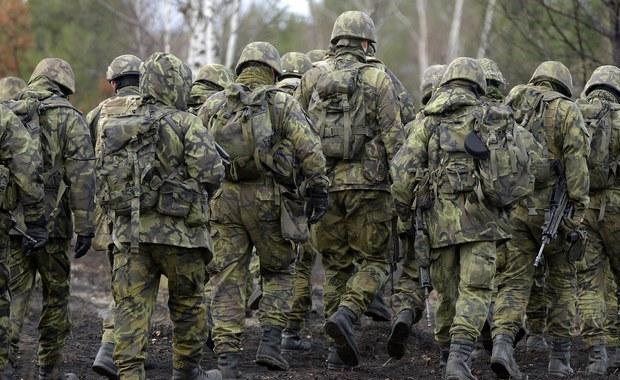 """W polskiej armii rozpoczęła się czystka - podaje rządowa telewizja """"Rossija 24"""". Media w Rosji cytują informacje podane przez RMF FM o exodusie generałów z Dowództwa Generalnego Rodzajów Sił Zbrojnych."""