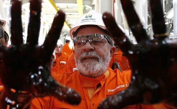 Były prezydent Brazylii został zatrzymany po przeszukaniu jego domu w ramach śledztwa dotyczącego korupcji. Sprawa dotyczy państwowego koncernu naftowego Petrobras, w którym miała działać siatka ustawiająca przetargi. Luiz Inacio da Silva zaprzecza zarzutom.