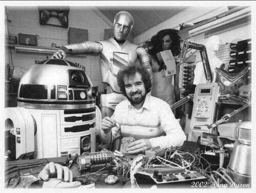 """Nie żyje Tony Dyson, specjalista od efektów specjalnych, który stworzył droida R2-D2 na potrzeby serii """"Gwiezdne wojny"""". Dyson miał 68 lat."""