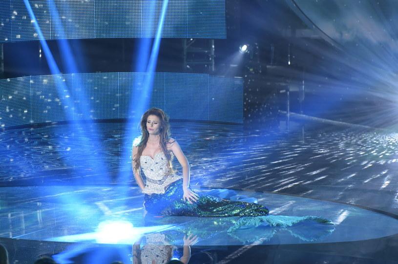 Aleksandra Gintrowska, mimo iż nie wygrała krajowych eliminacji do Eurowizji, to zdobyła zainteresowanie mediów, prezentując się w stroju syreny. Jak sama przyznała, chodziło o wyróżnienie się spośród innych wykonawców.