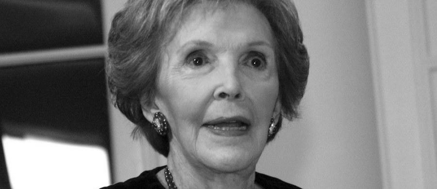"""Nie żyje Nancy Reagan, była Pierwsza Dama USA - informuje portal """"TMZ"""", powołując się na źródła w rodzinie. Wdowa po zmarłym 12 lat temu prezydencie Ronaldzie Reaganie miała 94 lata."""