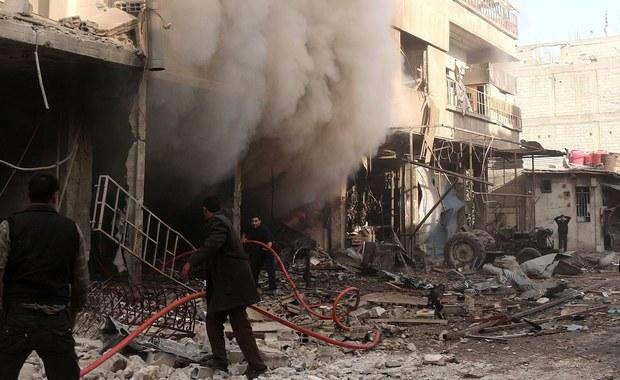 """Co najmniej 14 osób zginęło, a kilkadziesiąt zostało rannych w syryjskim Aleppo, kiedy zatłoczone targowisko zostało tam ostrzelane z moździerzy - informują syryjskie media państwowe. Winą za ostrzał obciążają """"terrorystów""""."""