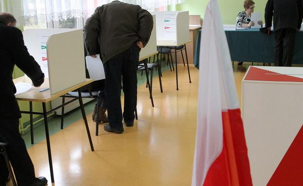 Zakończyły się wybory uzupełniające do Senatu w okręgu nr 59, obejmującym część województwa podlaskiego. Lokale wyborcze czynne były od godz. 7 do 21. Według delegatury Krajowego Biura Wyborczego w Białymstoku, głosowanie przebiegło bez zakłóceń.