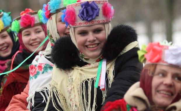 """W Rosji rozpoczęły się dziś karnawałowe ostatki, czyli """"Maslenica"""". Rosjanie będą się więc bawić, odpoczywać, odwiedzać krewnych, a na ucztach nie zabraknie blinów, czyli tradycyjnych naleśników."""