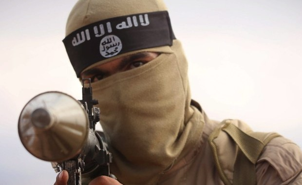 """Państwo Islamskie chce przeprowadzić """"olbrzymie i spektakularne"""" ataki w Wielkiej Brytanii, """"wymierzone w zachodni styl życia"""" - poinformował wysoki rangą przedstawiciel londyńskiej policji Mark Rowley. Według tego odpowiedzialnego za operacje specjalne Policji Metropolitalnej funkcjonariusza, ISIS zamierza przeprowadzać zamachy takie jak w listopadzie 2015 roku w Paryżu, w których zginęło 130 osób."""