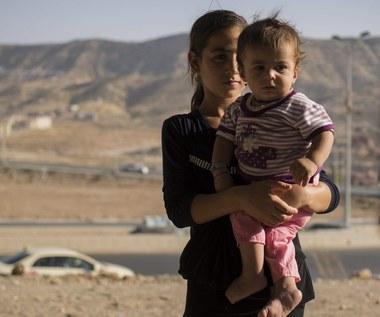 Małe dziewczynki publicznie gwałcone przez dżihadystów. Mają rodzić dzieci dla ISIS