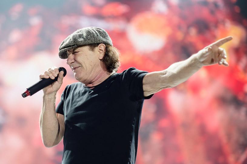 Dyrektor Światowego Centrum Słuchu w Kajetanach, prof. Henryk Skarżyński zaprosił wokalistę australijskiego zespołu AC/DC Briana Johnsona na konsultację i diagnostykę w swoim ośrodku - poinformowała PAP rzecznik prasowy Centrum, dr Renata Korneluk.