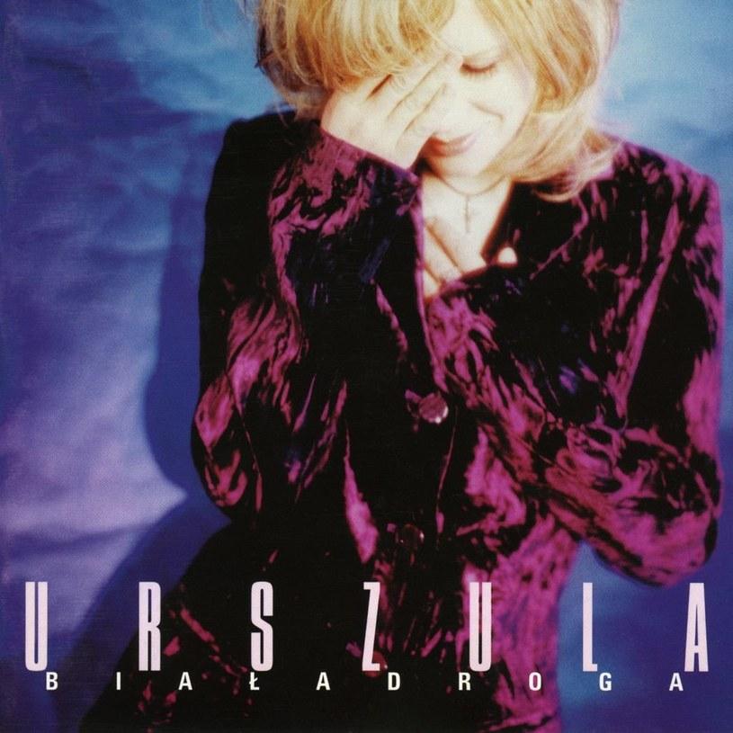 """21 marca 1996 r., w pierwszy dzień wiosny, do sprzedaży trafiła płyta """"Biała droga"""" Urszuli, która przyniosła takie przeboje, jak """"Konik na biegunach"""", """"Na sen"""" czy """"Niebo dla ciebie"""". Sprawdźcie, co wokalistka mówi o poszczególnych utworach po 20 latach."""